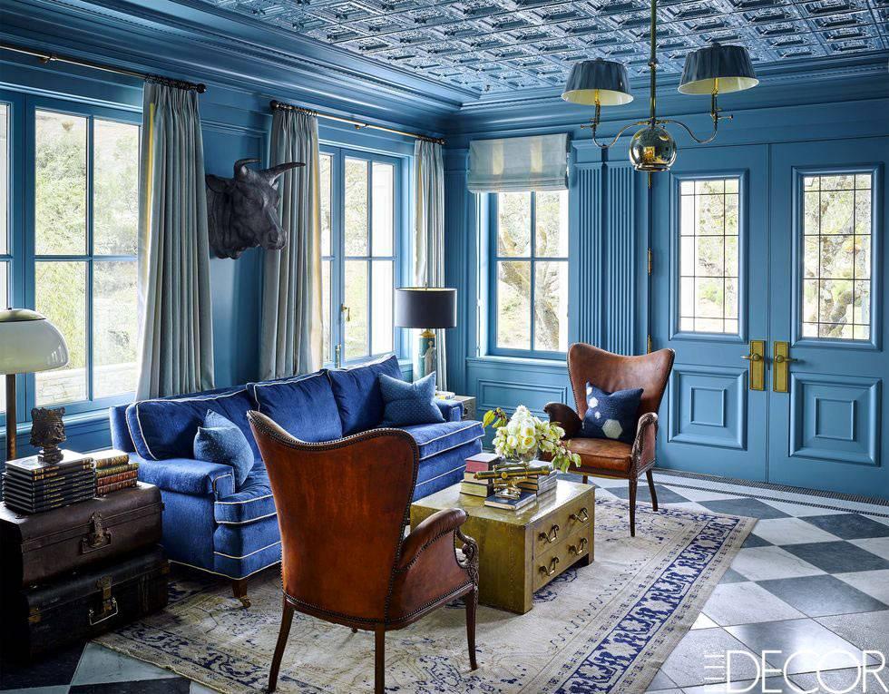 абсолютной синяя комната лобби зала с синим потолком