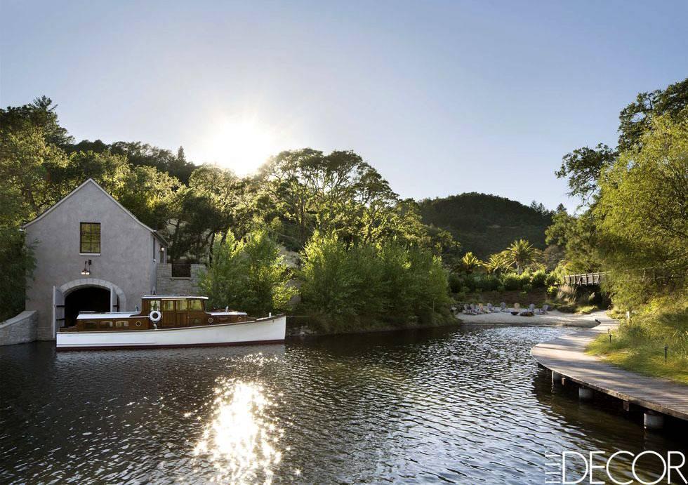 дом у озера с собственной лодкой и пирсом фото