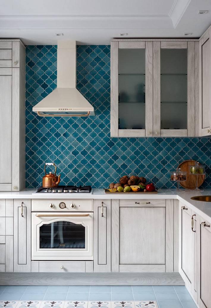 красивая фигурная плитка для кухонного фартука фото
