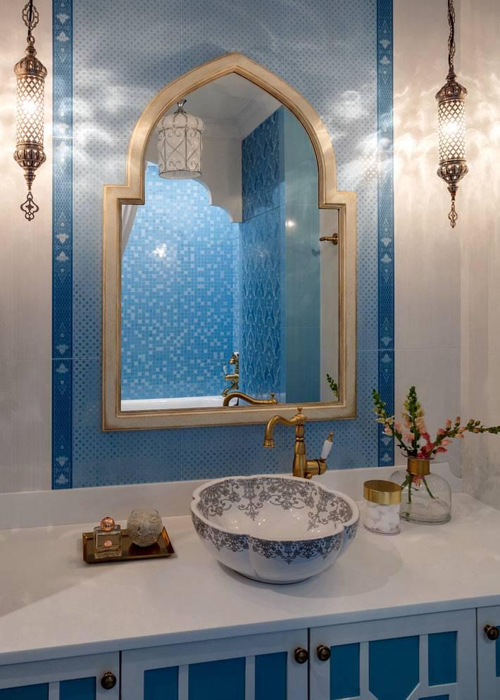 дизайн ванной в марокканском стиле с красивой чашей раковины