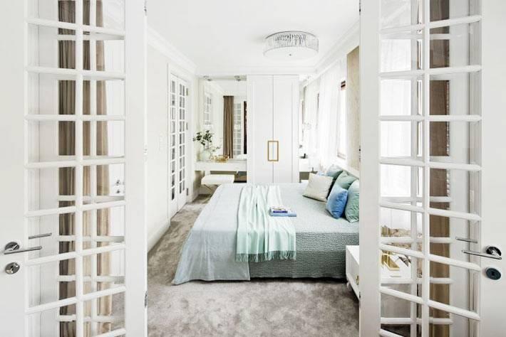 межкомнатные двери со стеклянными окошками в спальне фото