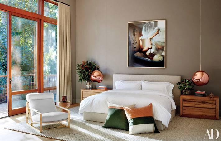лаконичный дизайн спальни с панорамными окнами фото