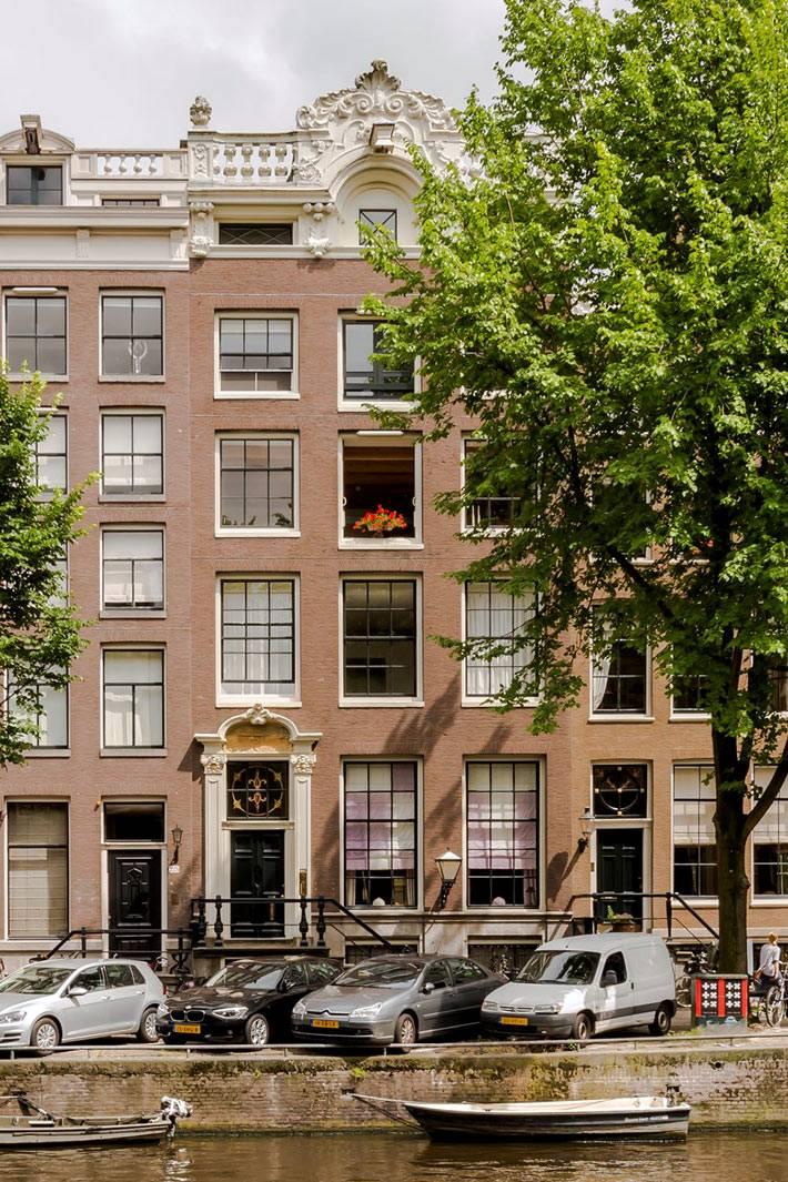 квартира в Амстердаме на берегу канала фото