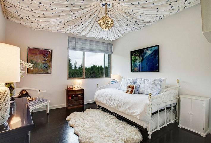 красивый тканевый потолок в виде купола для детской спальни