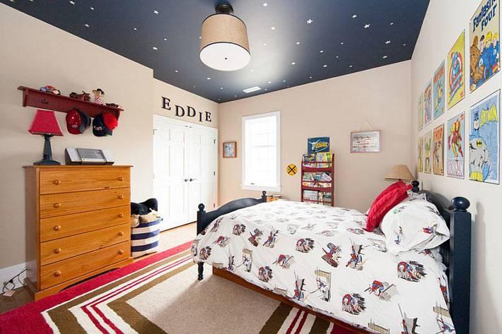 звездное небо на потолке в комнате для детей фото