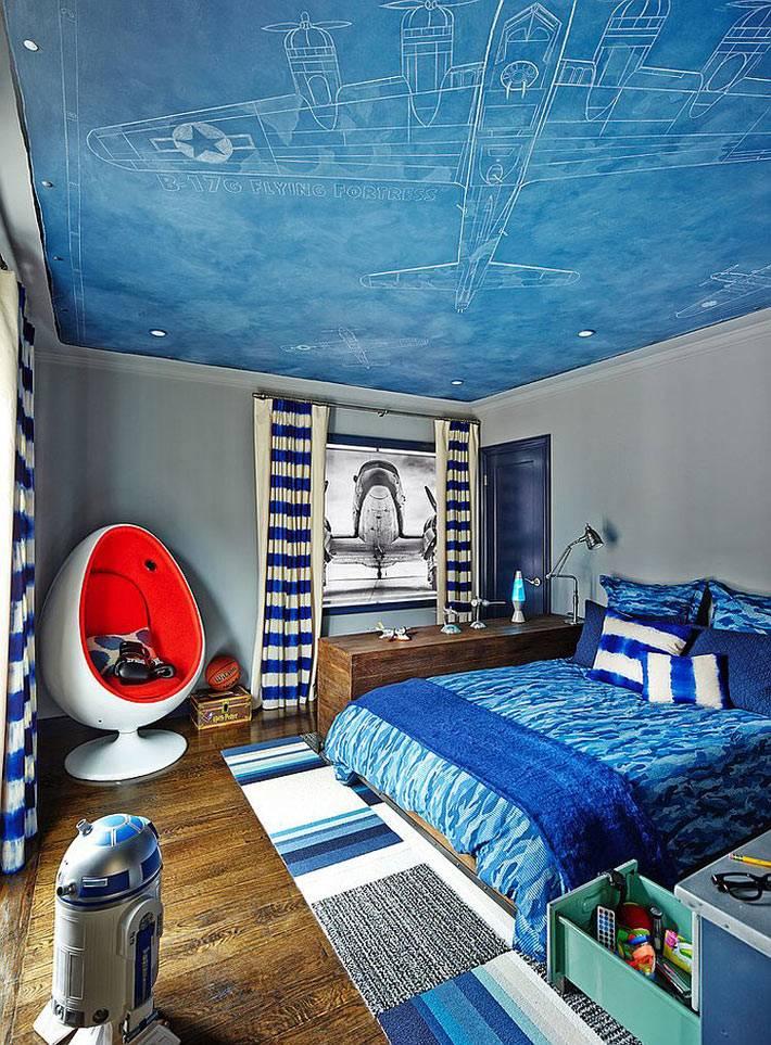 детская комната для любителя авиации в синем цвете фото