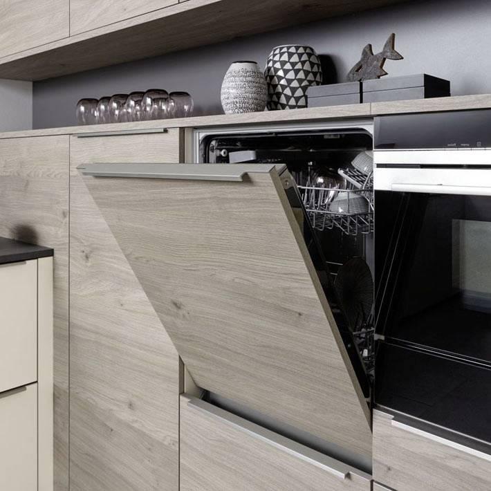 фасад встроенной посудомоечной машины в цвет кухни