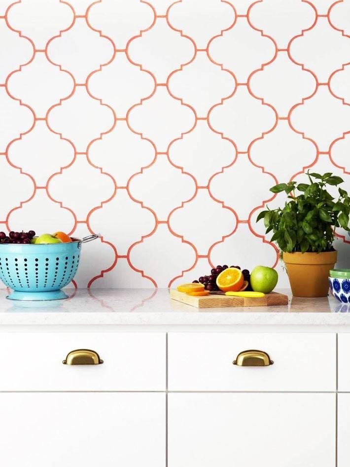 добавить цвета на белом фартуке в кухне поможет красная затирка швов фото