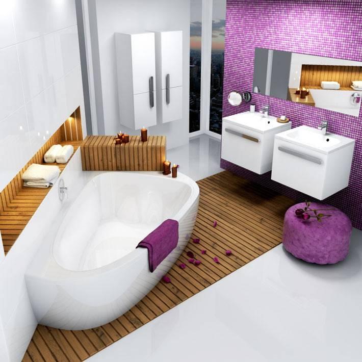 фиолетовый и белый цвет для офомрления ванной комнаты с необычной ванной