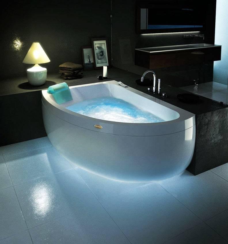 угловая гидромассажная ванная от чешской компании Ravak