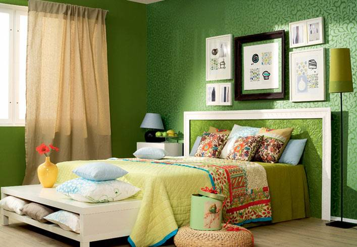 зеленый цвет успешно используется в дизайне спальни для взрослых и детей