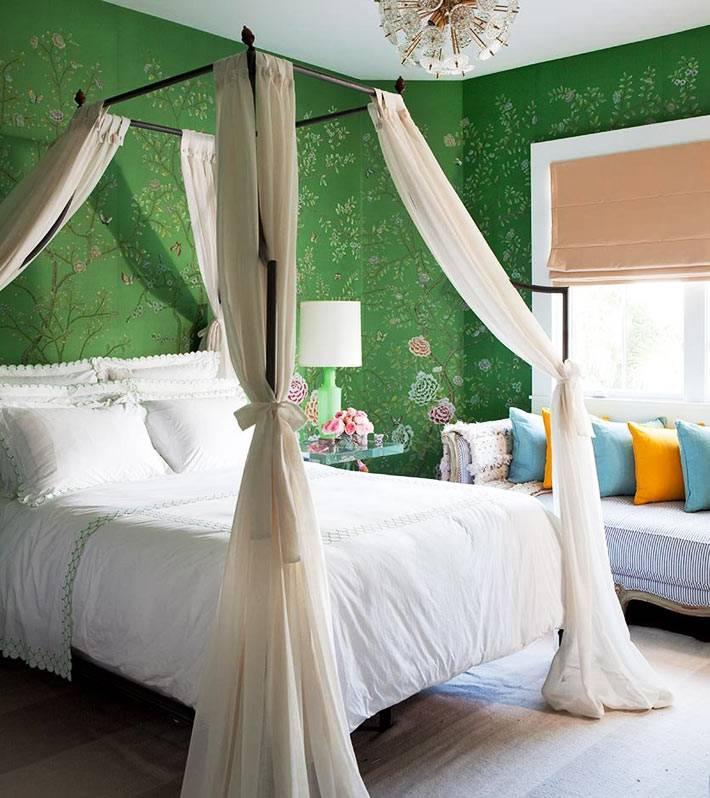 темно-зеленые обои в мелкий цветочек для красивой спальной комнаты фото