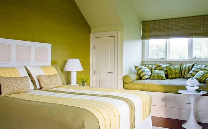оливковый цвет очень мягкий и приятный для дизайна спальни в мансарде