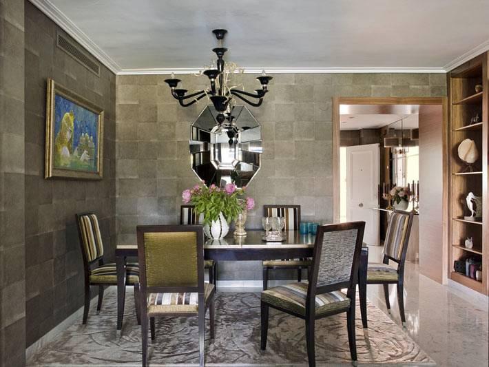 стены в столовой зоне оформлены натуральным камнем фото