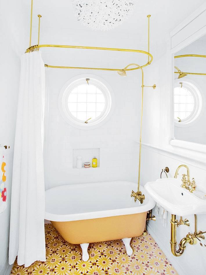 латунные краны и фитинги преобразили интерьер ванной комнаты