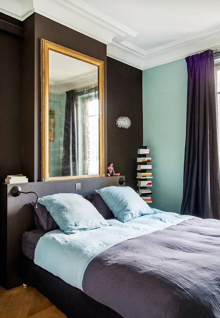 спальню для взрослых оформили в коричневой и голубой гамме цветов