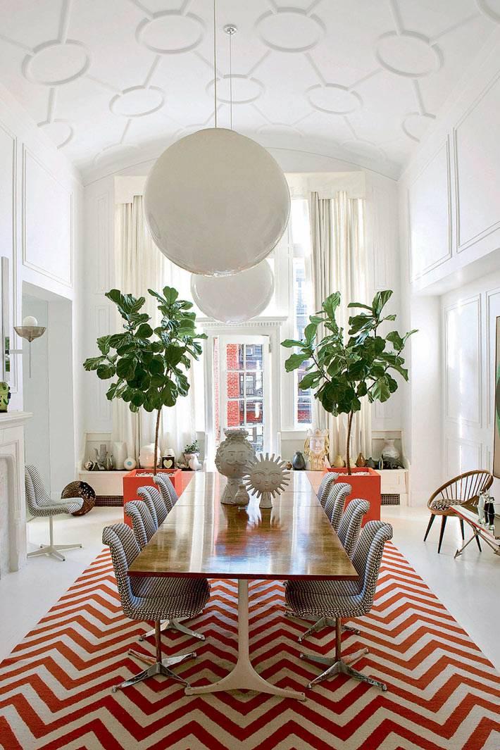арочный потолок с узором в дизайне столовой комнаты фото