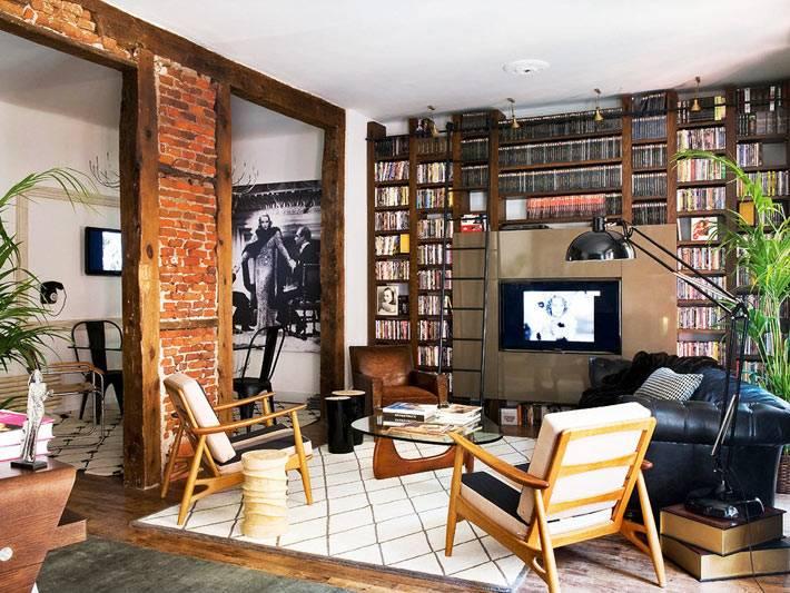кирпичная кладка эффектно подчеркивает стиль гостиной комнаты