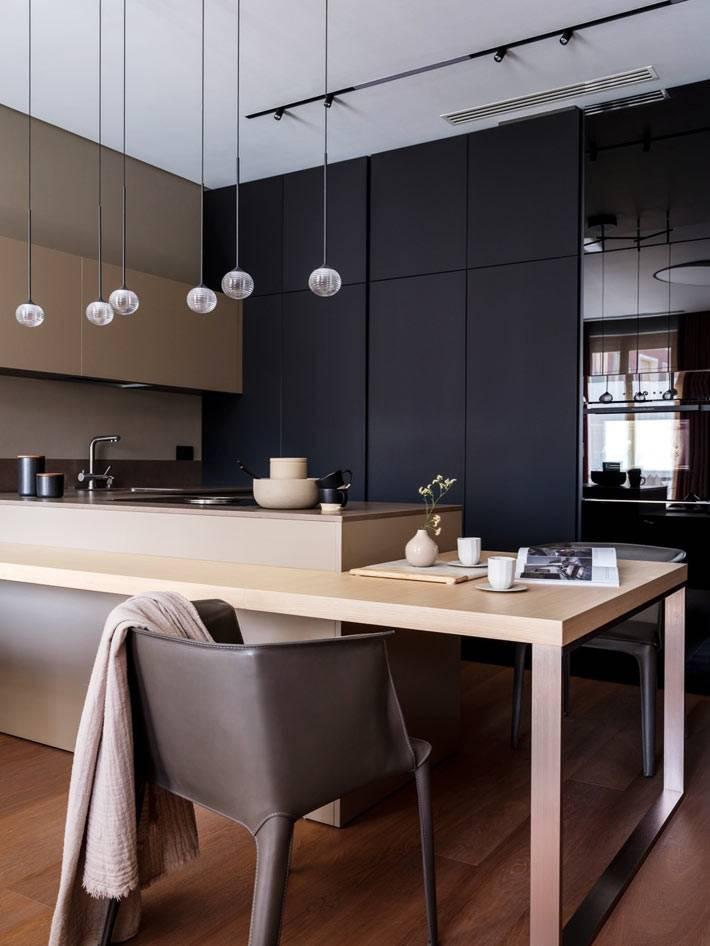 строгие геометрические формы на открытой кухне с черными шкафами