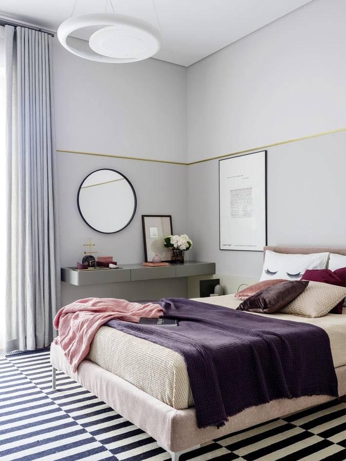 милая комната для девочки-подростка с подвесным столом