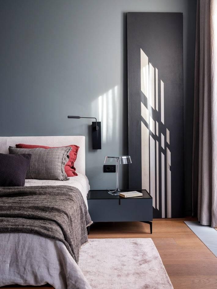 серый цвет стен в оформлении хозяйской спальни фото