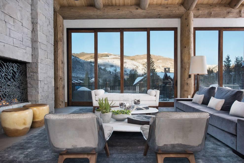 большая гостиная с камином и панорамными окнами в пол фото