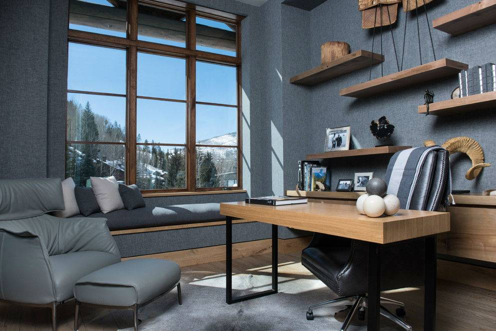 уютный рабочий кабинет в доме с мягким подоконником фото