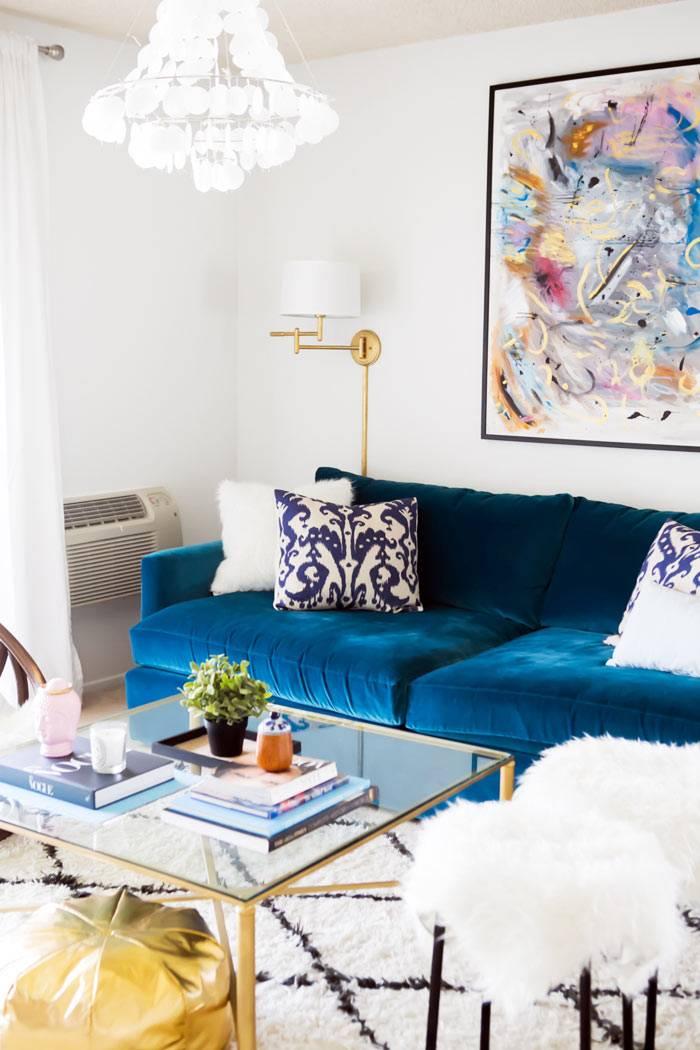 синий цвет - главный акцент в квартире в Лос-Анджелесе