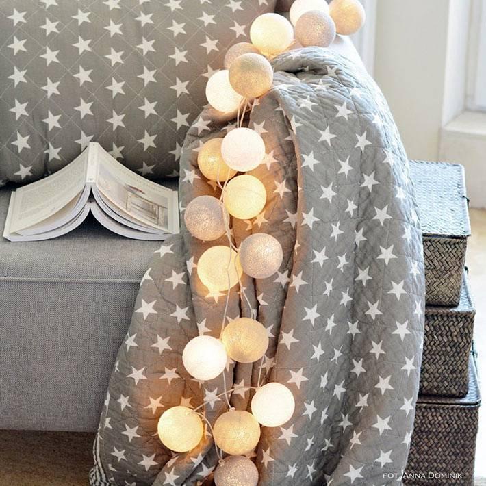 гирлянда шарики из ниток создает уют и атмосферу в доме