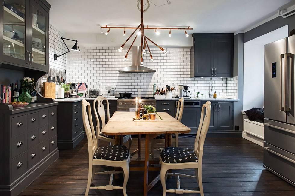 стены на кухне выложены плиткой-белым кирпичиком фото