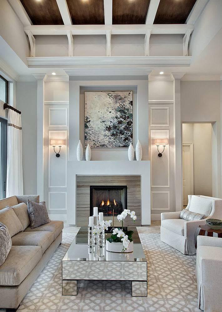 зеркальная мебель в большом зале с камином и овальным потолком