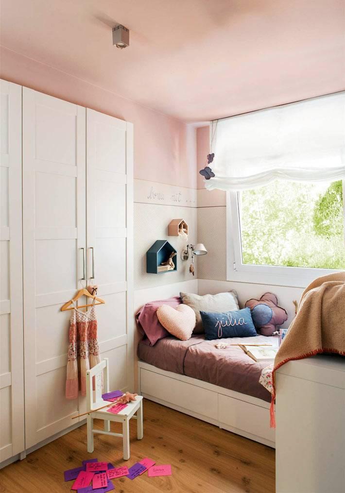 диванные подушки и пледы украсят детскую комнату
