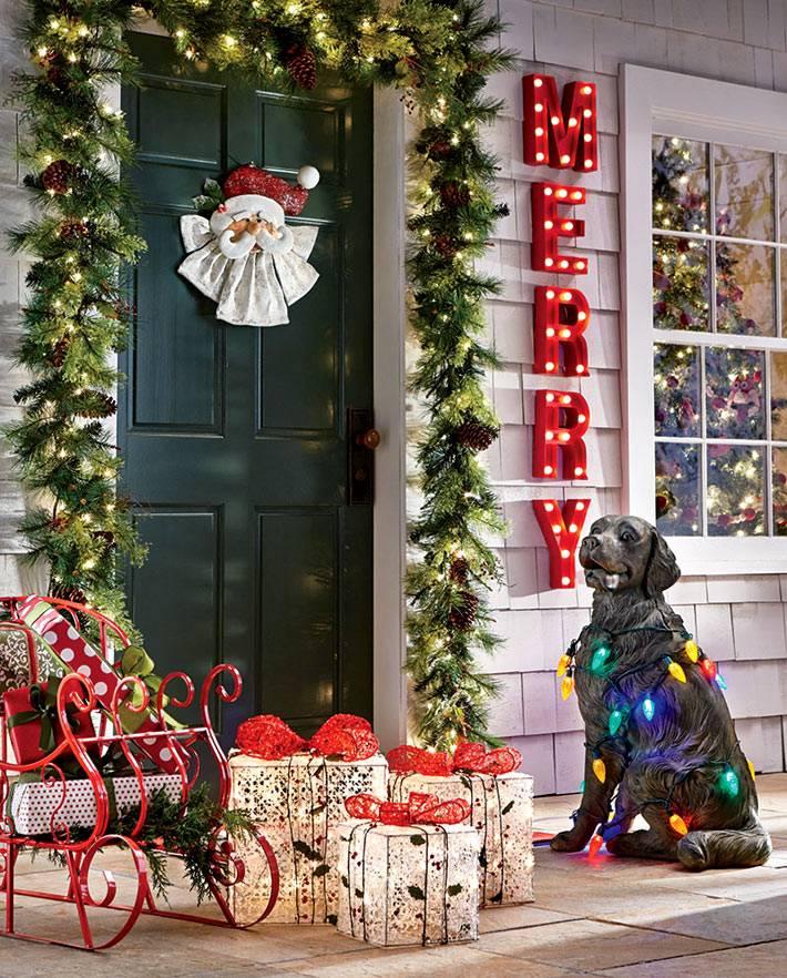 праздничное украшение фасада дома в американском стиле