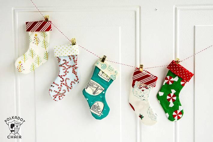 рождественские носки для подарков от санта-клауса и деда мороза