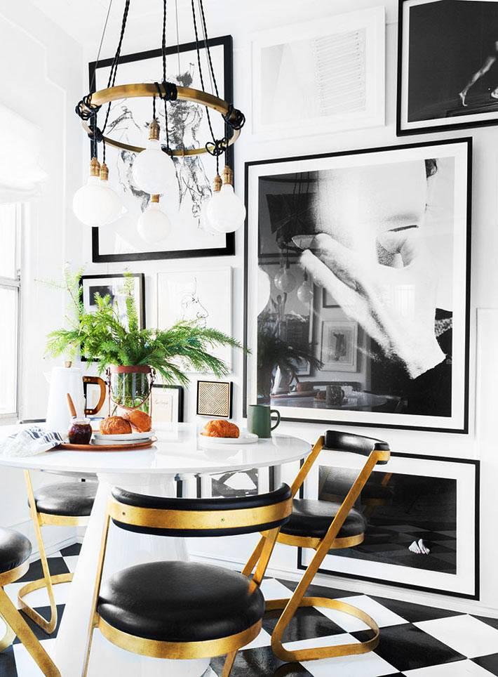 обеденные стулья с латунными ножками и черным кожаным сиденьем