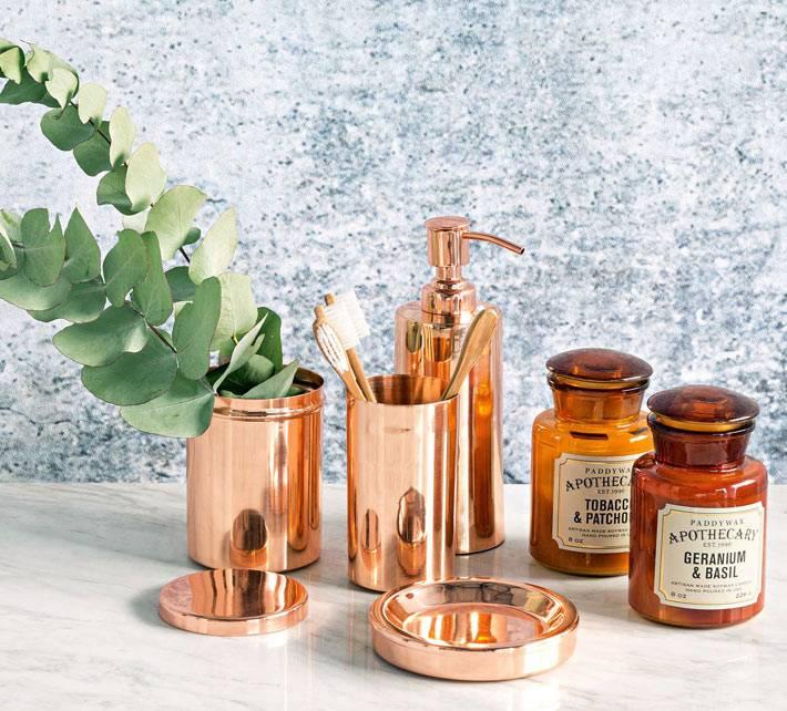 аксессуары для ванной комнаты из меди и розового золота