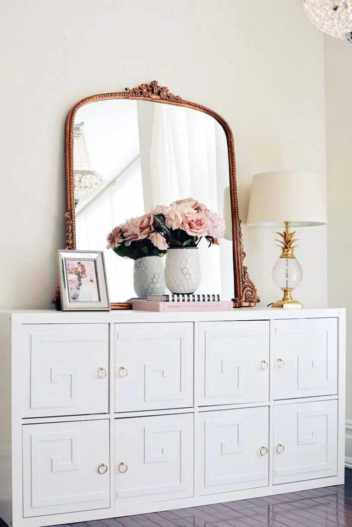 романтические декор на белом комоде с зеркалом в золотистой раме
