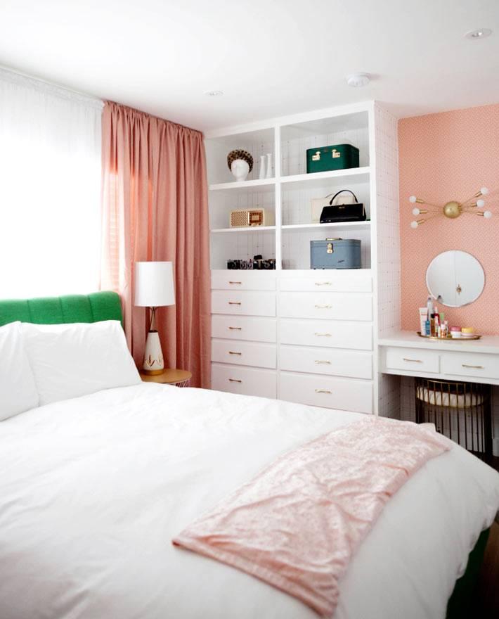 самодельный белый шкаф-комод с множеством ящиков для хранения