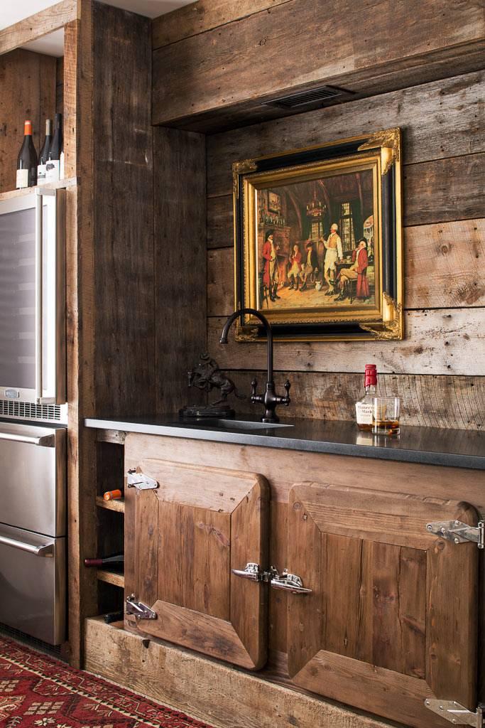 старые доски в оформлении кухонного пространства в доме