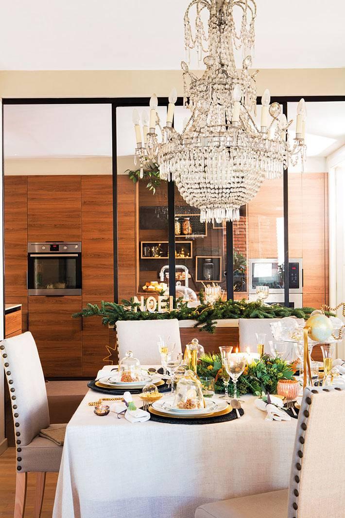 праздничный новогодний стол в отдельном зале фото
