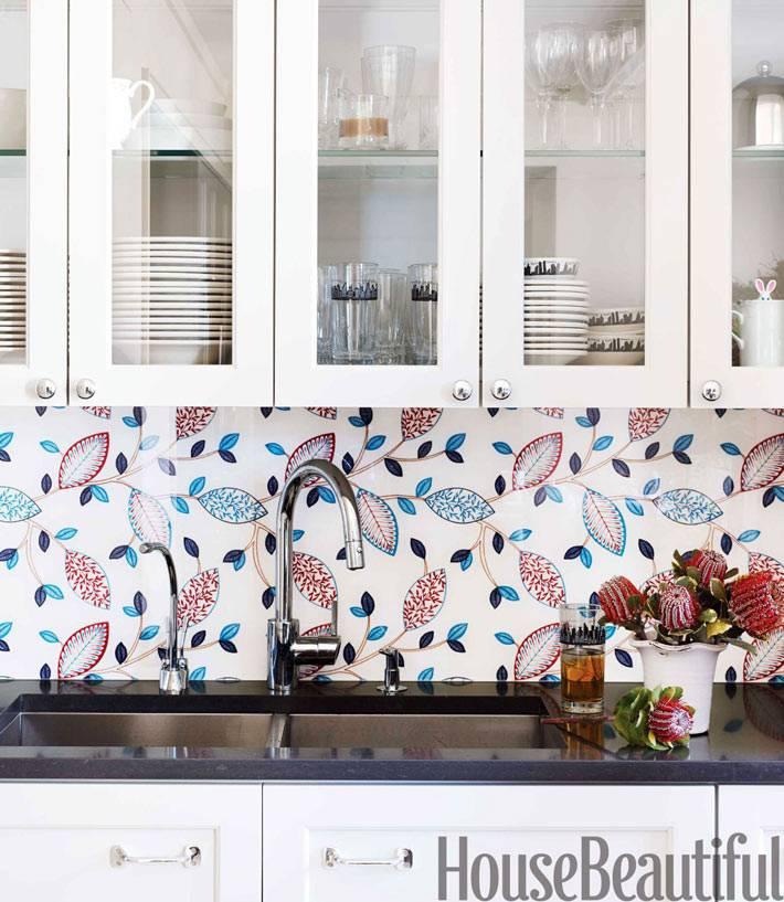 красочный кухонный фартук с флористическим узором фото