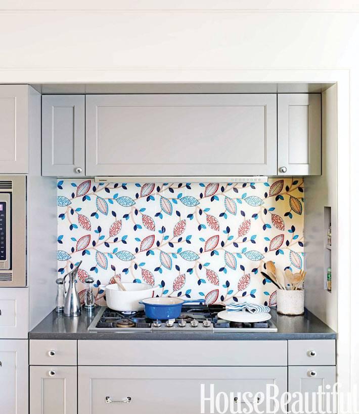 зона с варочной поверхностью установлена в нище кухонного гарнитура