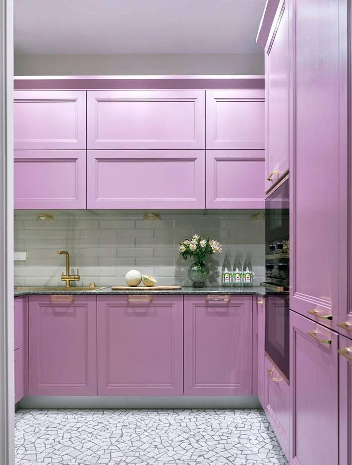 встроенная кухонная мебель пыльно розовогог цвета фото
