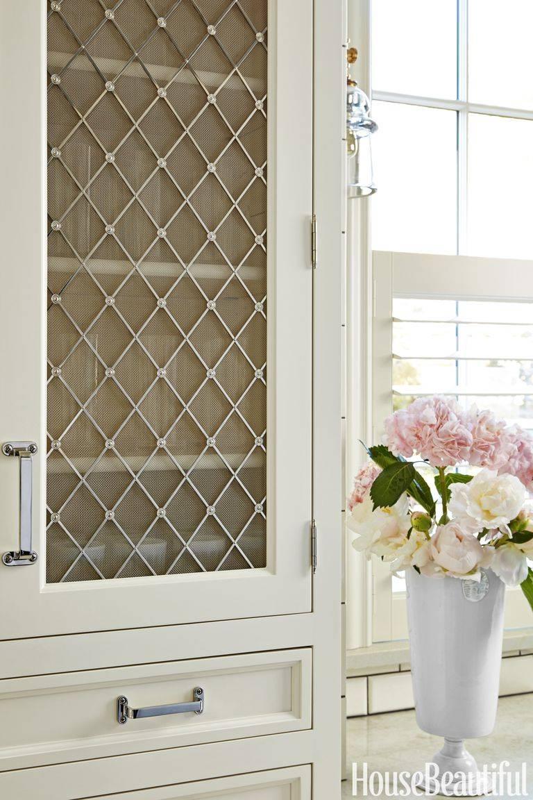 фасад кухонных шкафов - вставка из проволочной сетки с алмазным рисунком