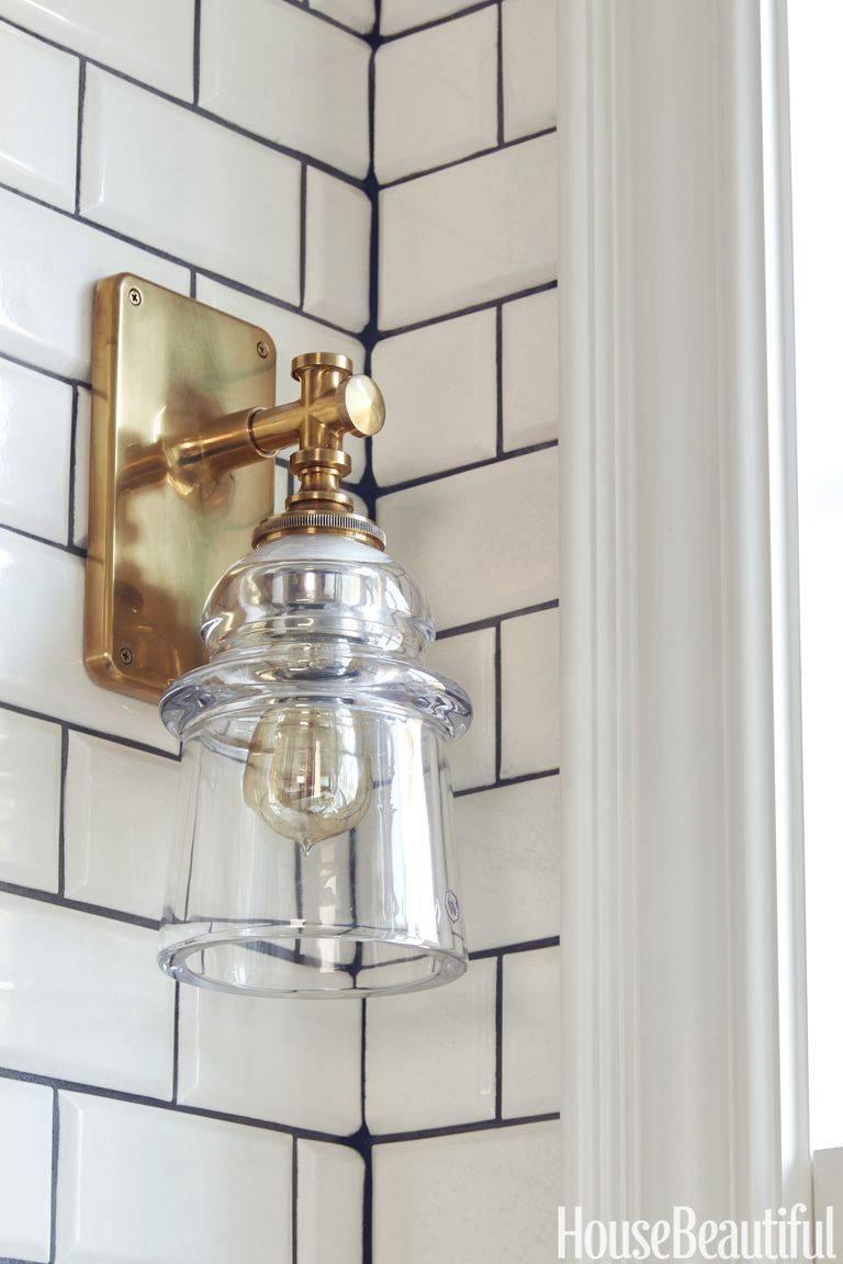 бра на кухне - стеклянный плафон с латунным держателем