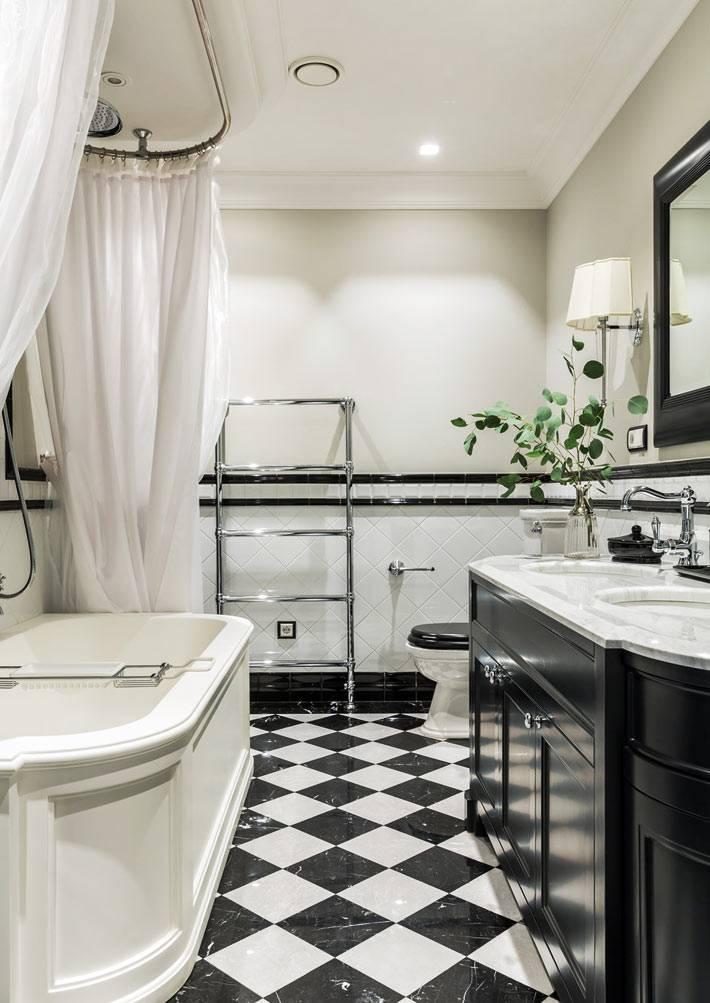 итальянская сантехника и балдахин над ванной фото