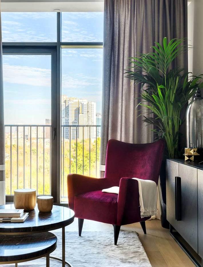 комната с панорамными окнами в квартире фото