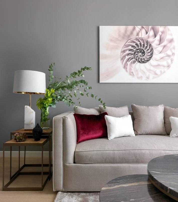 серый цвет взят за основу в оформлении гостиной комнаты