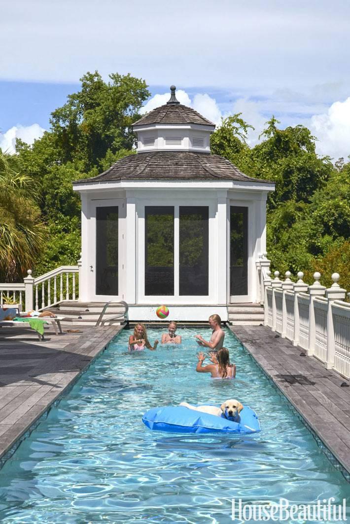 дом с открытым бассейном на террасе в Южной Каролине