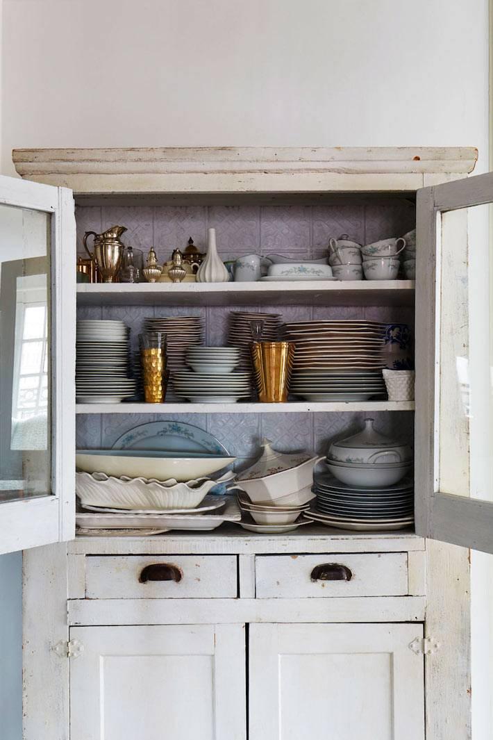 винтажный сервант-буфет для хранения посуды фото